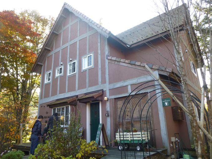 可愛い一軒家カフェ「ル・プティ・ニ3(トロワ)」朝から行列ができる人気店。