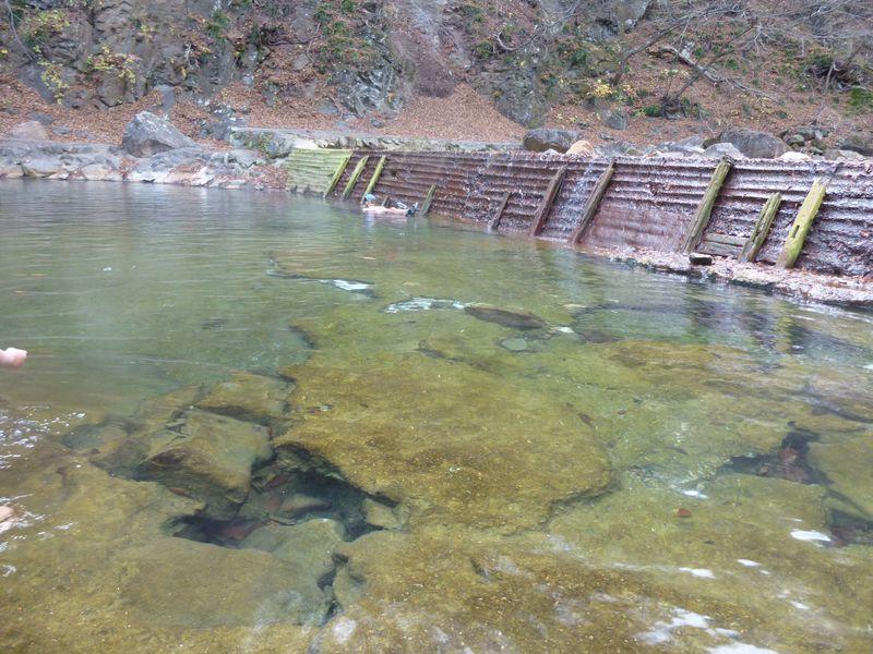 ド天然の川の湯。群馬の秘湯・尻焼温泉は川そのものが温泉!