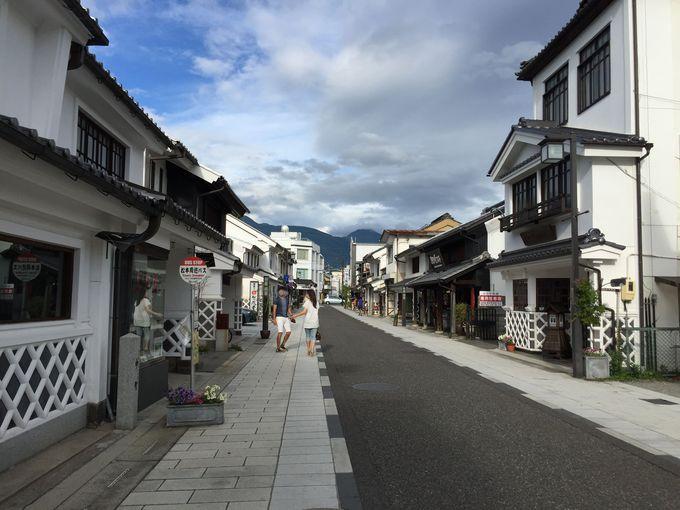 蔵造りの建物が並ぶ「中町通り」