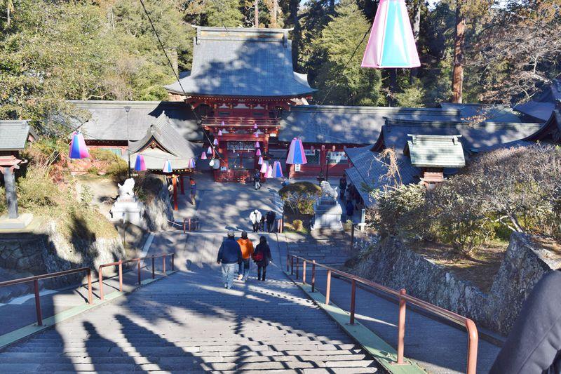 群馬で初詣なら、一之宮貫前神社。珍しい下り参道にも注目!