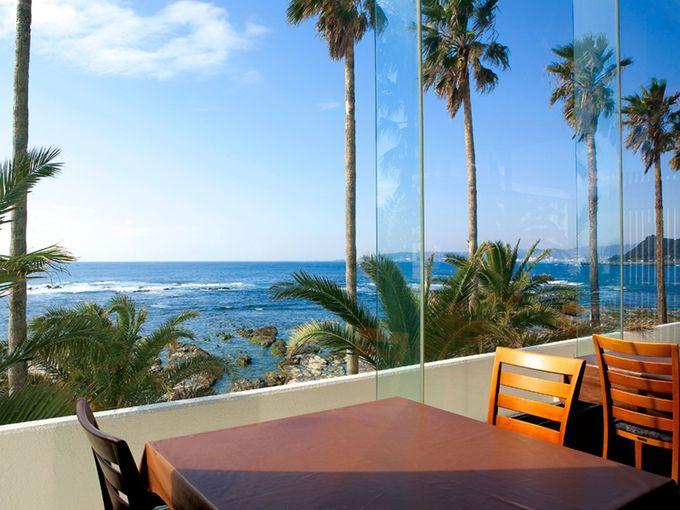 夕食・朝食は海の見えるテーブルで!