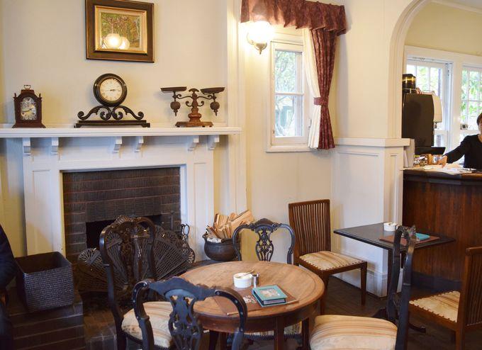 一階カフェは、アンティークな雰囲気たっぷりのティールーム