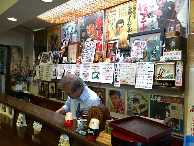レトロな店内は、昔懐かしのブックカフェ