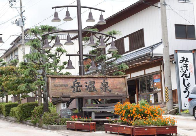 郷愁を誘う温泉街。安達太良山のふもとに広がる「岳温泉」