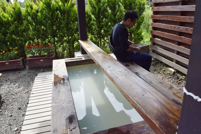 全国でも珍しい酸性泉。共同浴場や足湯、日帰り入浴も充実