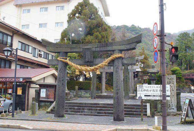 温泉街にある「温泉神社」や「満明寺」