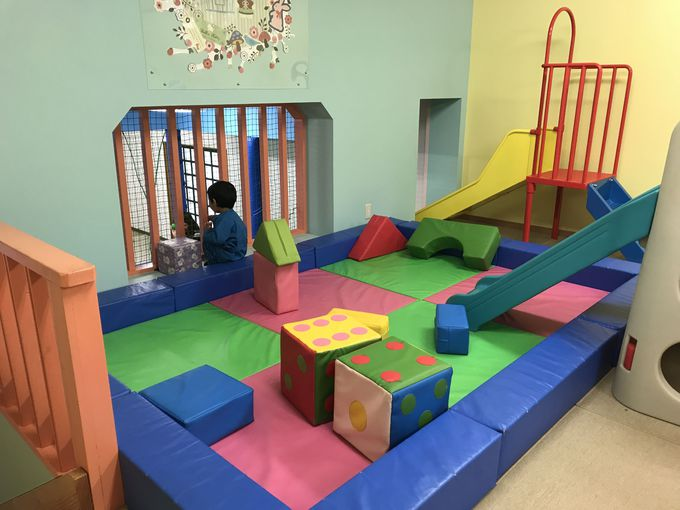 小さい子や赤ちゃんは「わくわく おもちゃの部屋」で