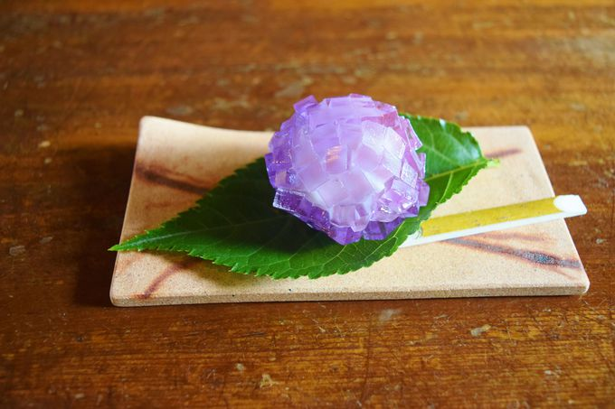初夏には、美しい紫陽花の上生菓子