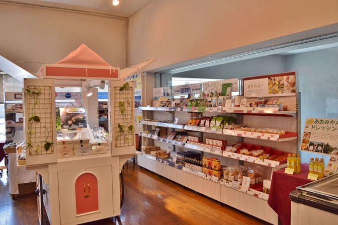 周辺の食品工場10数社の直売コーナーが併設!