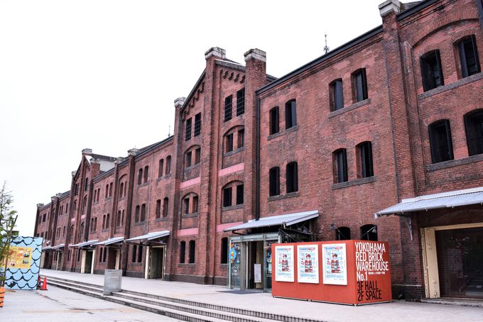 まずは「横浜赤レンガ倉庫」でショッピング&お土産探し