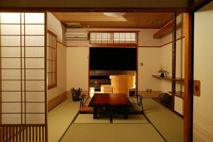 リーズナブルな和室と、露天風呂付き客室「湯月」