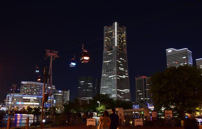横浜の夜景に彩りを添えるロープウェイ