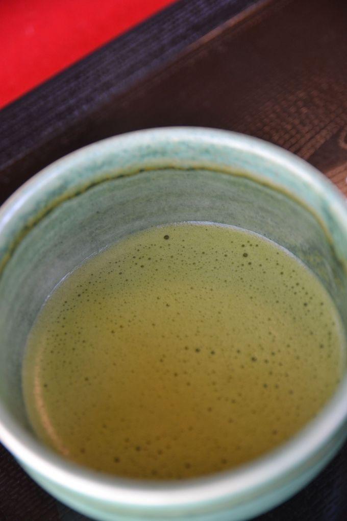 あたたかい日本茶でホッとひと息。