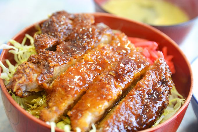 会津名物のソースカツ丼、食べ歩きも!