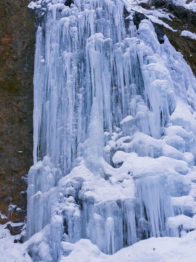 氷のカーテンで装飾された氷の宮殿・友知らず