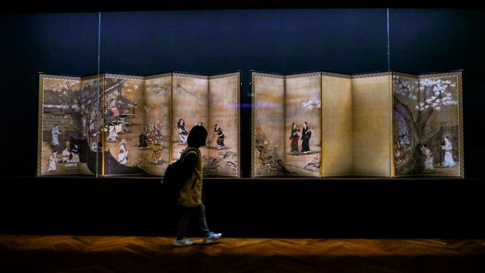 3、非公開庭園の桜スポットと東京国立博物館の国宝「花下遊楽図屏風」
