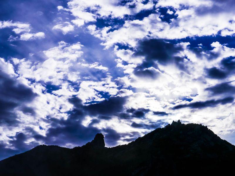 蔵王権現を祀る山梨「金峰山」!神々し過ぎる五丈石が山頂に