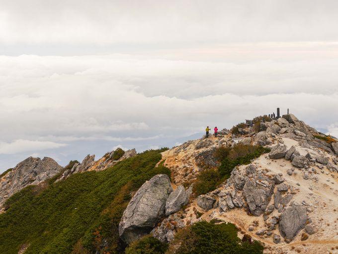 雲海の山上は甲斐駒ヶ岳の十八番絶景、だが・・・
