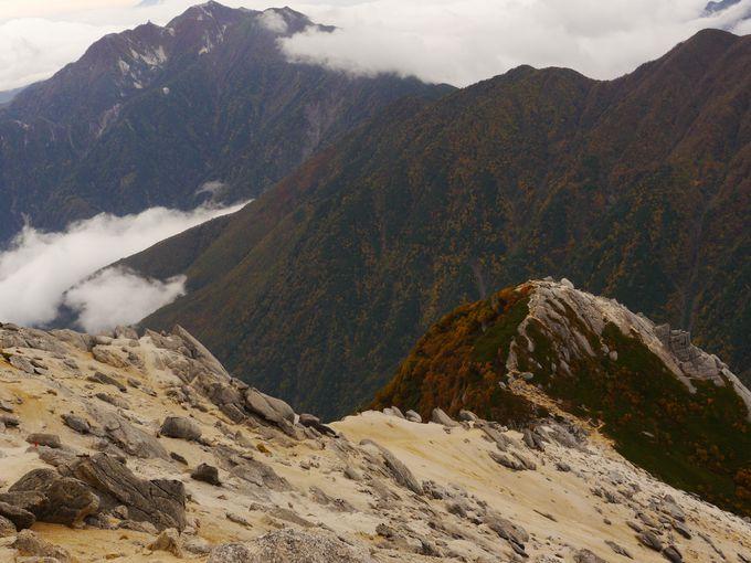 甲斐駒ヶ岳の朝焼けを楽しんだ所で本腰登山!
