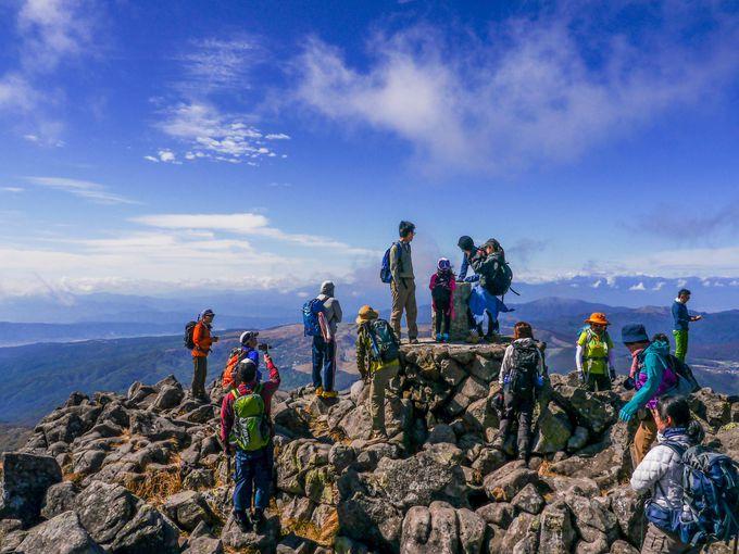 蓼科山の頂上は面白いほどに岩場