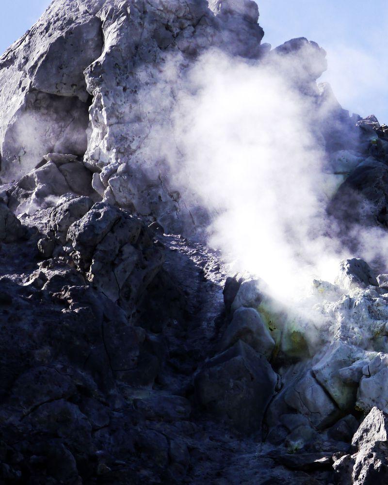 """上高地の生みの親""""は噴煙撒き散らす焼岳!活火山あるところに名景あり ..."""