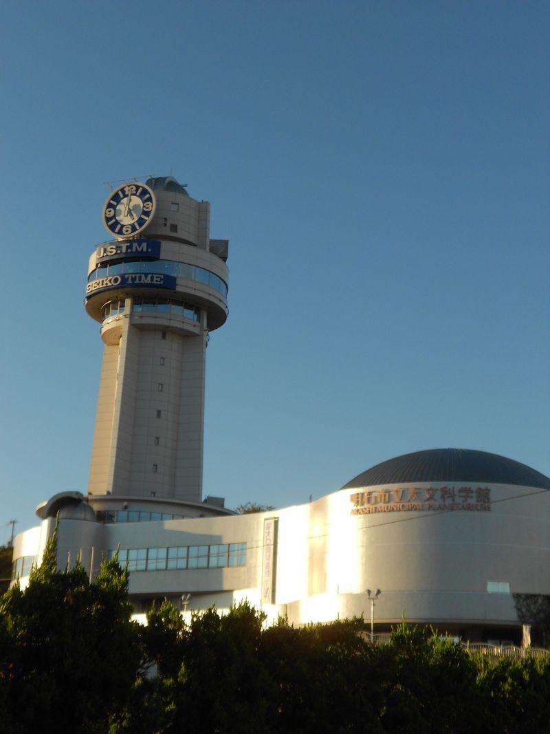 日本標準時を示す明石市立天文科学館で子午線や天文について学びながら楽しもう!