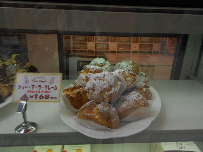 シュークリームで有名な南京町の洋菓子店「エストローヤル」。
