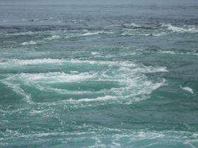 鳴門の渦潮観光でダイナミックな渦潮が楽しめるのは春!大潮の時間を狙うのがコツ。