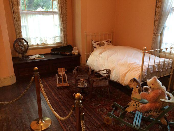 2Fには寝室が2つと子ども部屋にバスルーム・化粧室が。