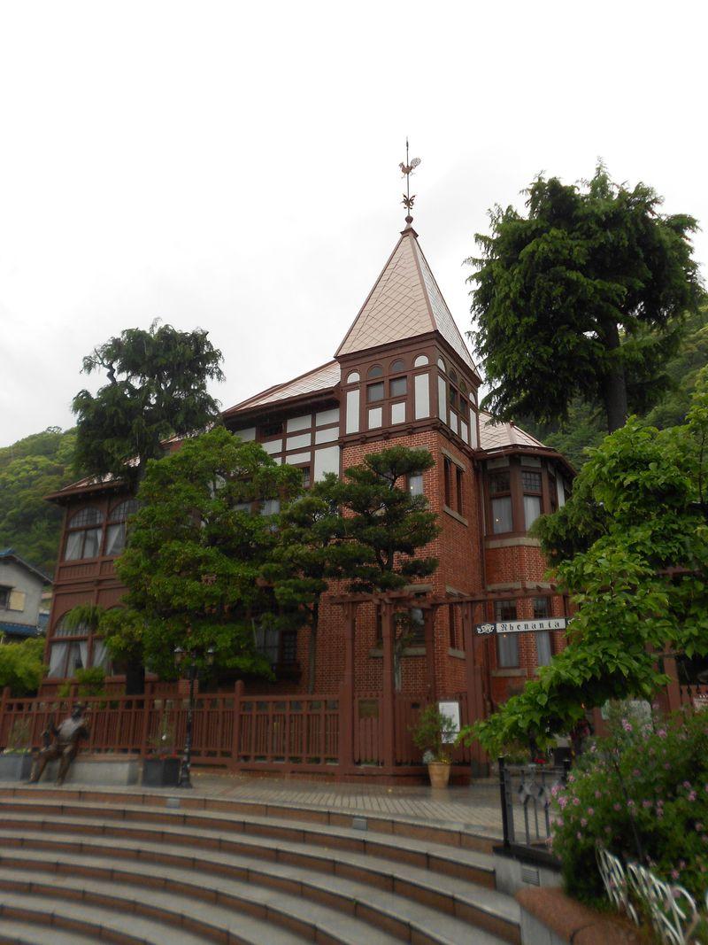 神戸・北野異人館街のシンボル風見鶏の館、異人館巡りはここから出発!