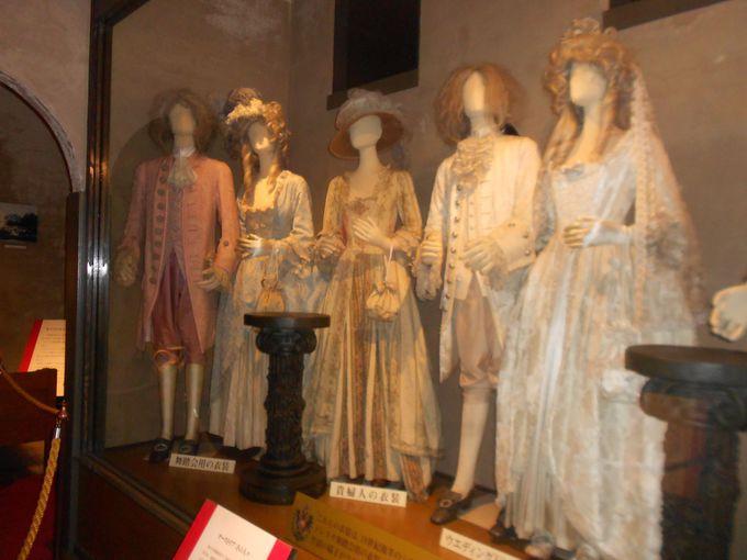 1階には、「モーツァルト生誕の部屋」や舞踏会衣装など18世紀の生活用品を展示