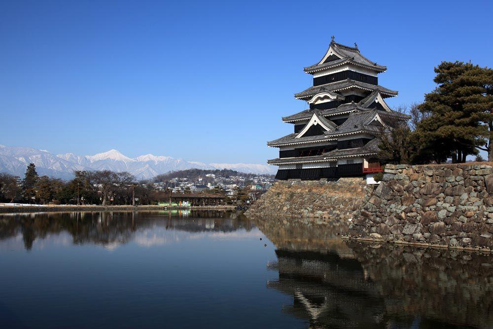 18.戦国からの国宝天守!美しきアルプスの名城「松本城」