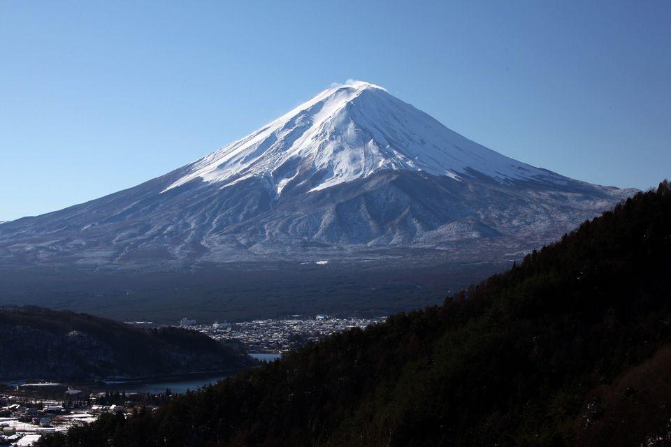 富士五湖と甲府盆地を結ぶ国道137号沿いに、知られざる絶景展望台が
