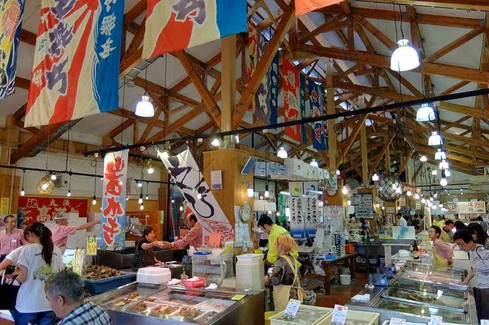 海産物を買うのなら「とれたて館」へ