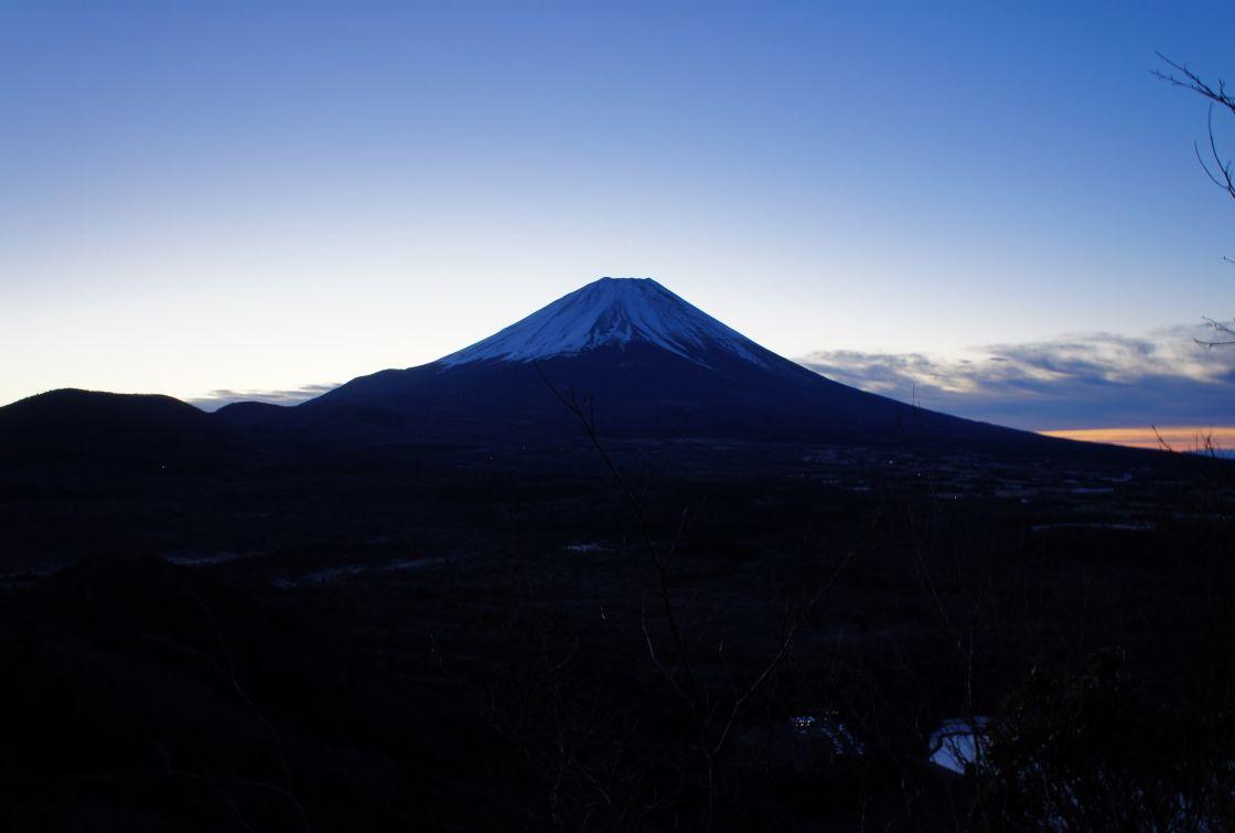 黎明の富士山を見ながら山頂へ