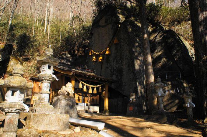 8.石割神社