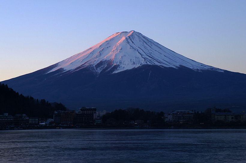 左右対称の富士山が美しい「河口湖」