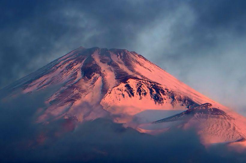 大きな富士山と迫力の宝永火口!