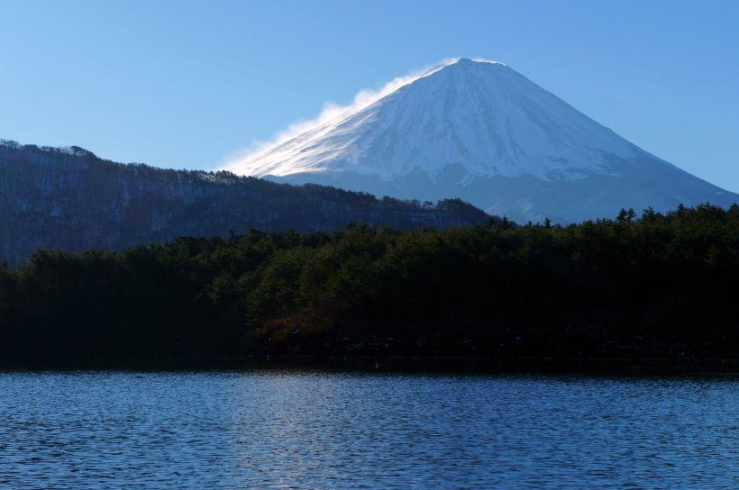 富士八景とアウトドアを満喫できる「西湖」