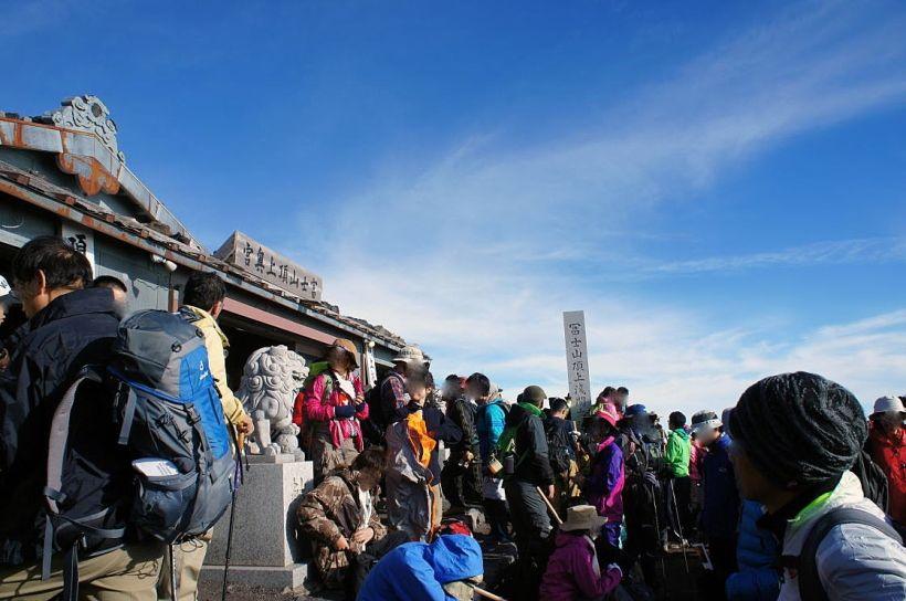 須走・吉田ルート山頂に鎮座する久須志神社(くすしじんじゃ)