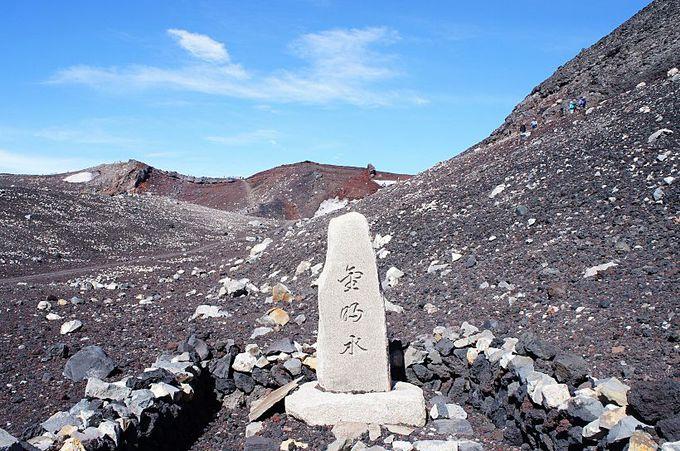 富士山頂に湧く御霊水!「金明水」と「銀明水」
