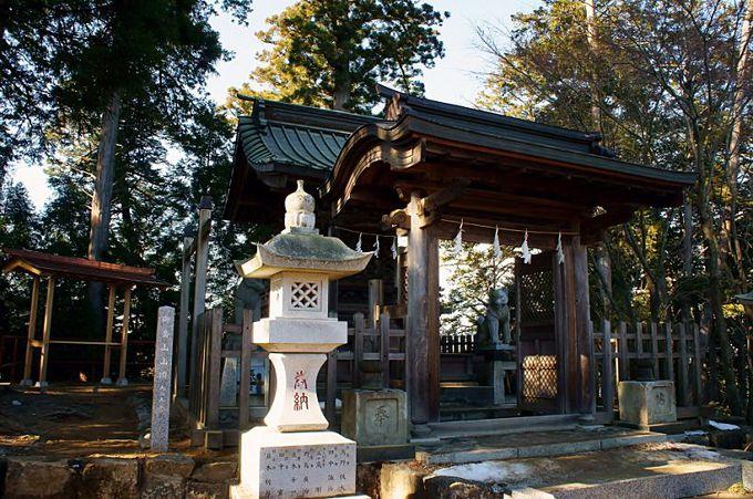 玉垣内に入れる全国的にも珍しい神社「武蔵御嶽神社」