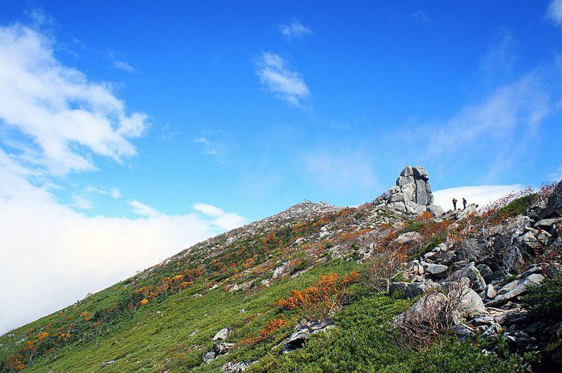奥秩父連峰随一の眺めと必見のご神体岩!日本百名山・金峰山