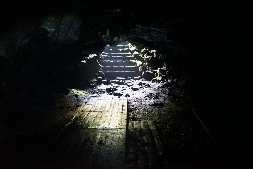 数々の伝説を持つ「人穴」とは?