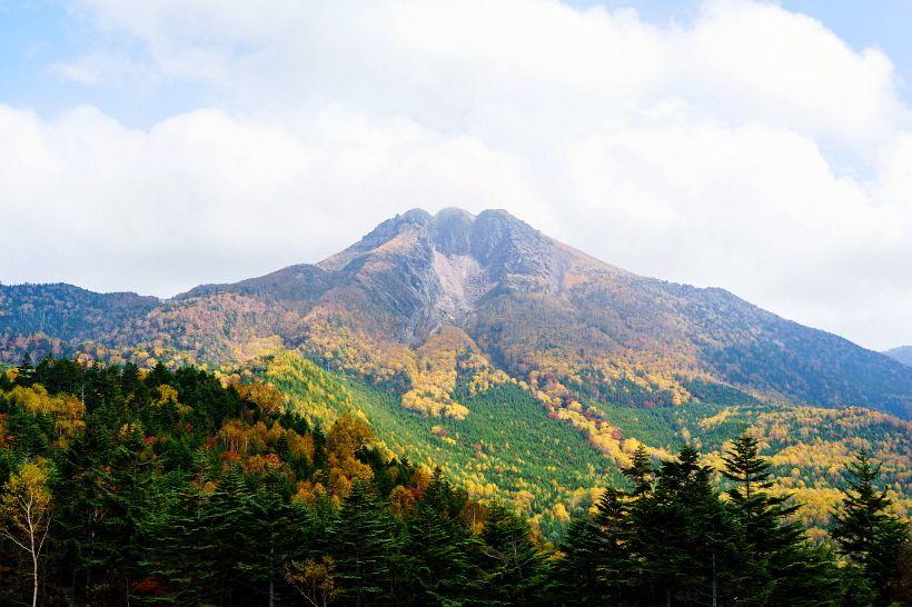 紅葉に彩られた荒々しくも美しい日光白根山