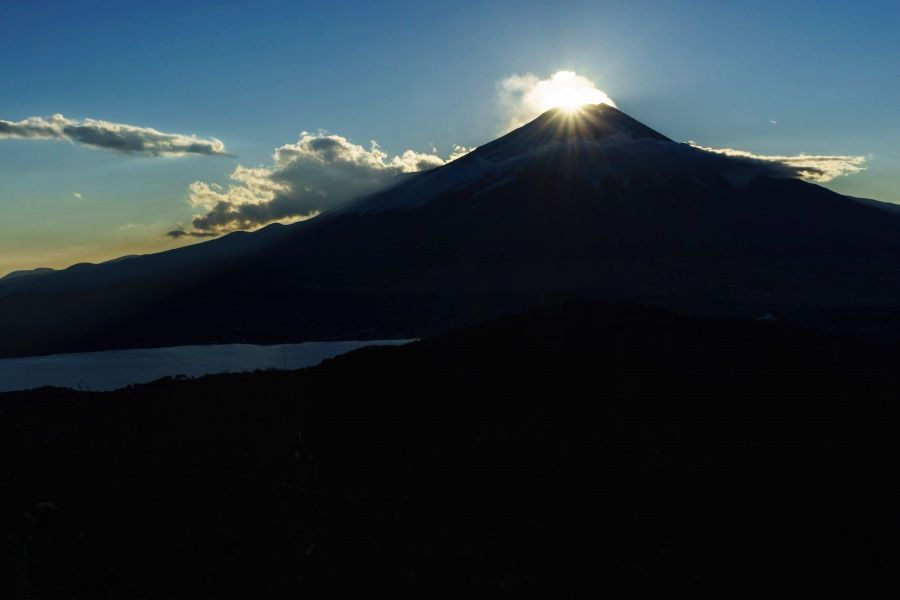 山頂に日が沈む「ダイヤモンド富士」が見られる!