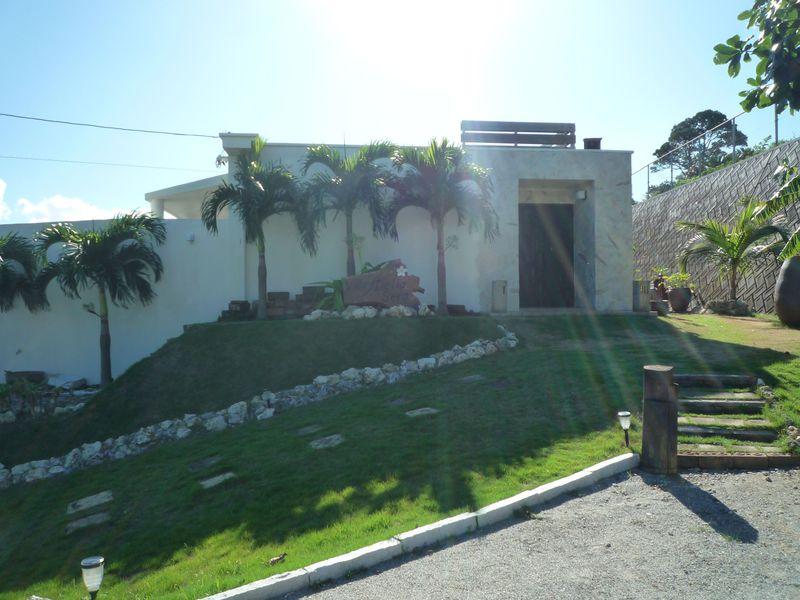 1日2組限定!大人の為のスモールホテル、沖縄古宇利島のヴィラ デラ セーラ