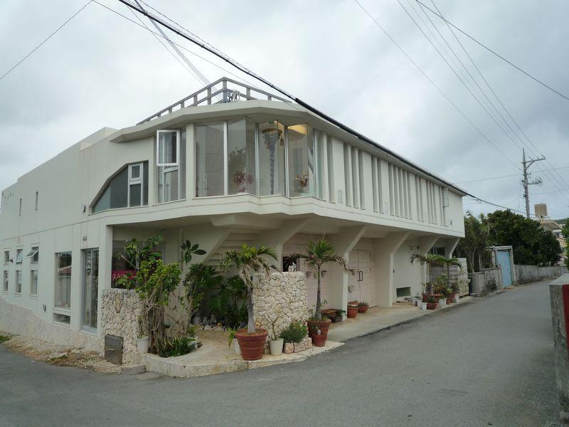 海を見渡す露天風呂付きヴィラ、沖縄伊計島のはなりびら