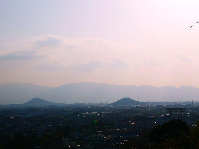 「大美和の杜展望台」から眺める、大鳥居と大和三山で歴史に思いを馳せる