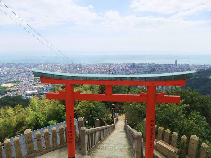 標高328メートルの高取山・頂上!鳥居越しに眺める神戸の街なみ